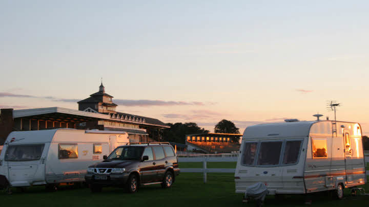 ThirskRacecourseCaravanClubSite003_16x9.jpg#asset:182